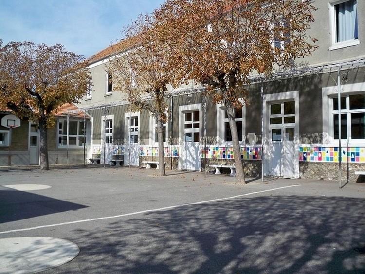 La cour principale du primaire