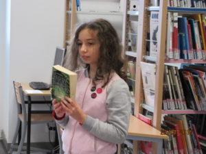 Léa présente un de ses livres préférés